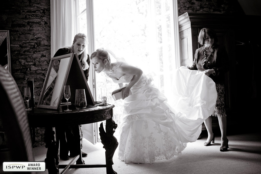 Wedding Photography Contest Winner - 1st Place: GETTING READY - Hochzeitsfotos-Deluxe