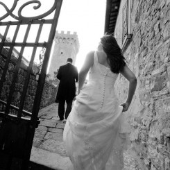 International Society of Wedding Photographers blog - Real Wedding | Castello di Gargonza | Tuscany Wedding Photographer Alessandro Baglioni