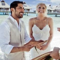 International Society of Wedding Photographers blog - Real Wedding | Hilton Resort Bora Bora | Tahiti Wedding Photographer Helene Havard